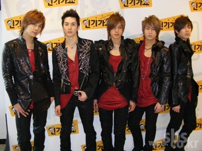 Who in SS501 hits people when being disturbed when asleep?