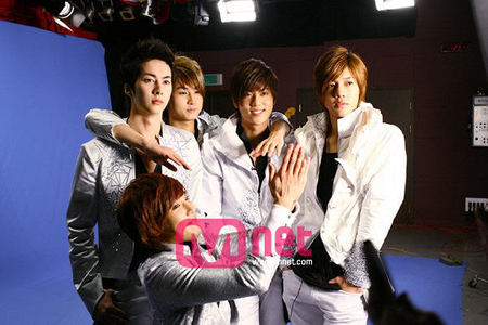Who in SS501 is born on 3rd April 1987?