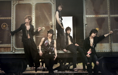 Who in SS501 is born on 24th February 1987?