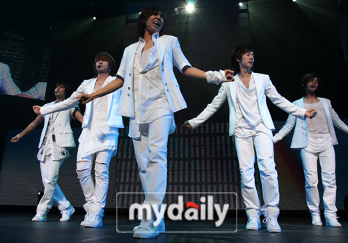 Who in SS501 is born on 3rd November 1986?