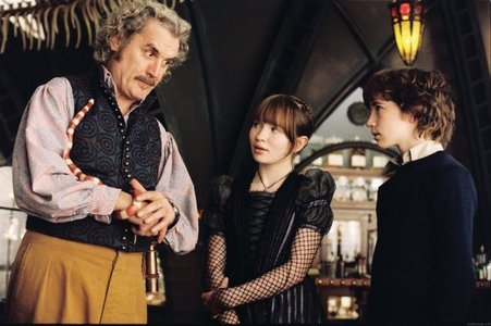 Who plays Uncle Monty in the Series of Unfortunate Events movie? - The A Series of Unfortunate ...