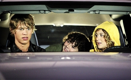 Whose keg party did Jordan attend in episode 1x03?