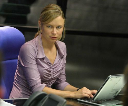 True Or False: Chloe's costume during season 4 was actually Mary Lynn Rajskub's own clothing?