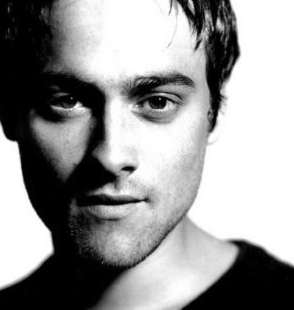 """Stuart Townsend was originally cast as """"Aragorn"""", but was replaced by Viggo Morternsen. Why?"""