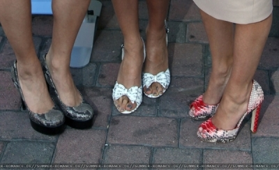 Neutrogena Fresh Faces of Музыка Benefiting VH1 Save The Music. wich of the shoes are vanny's?