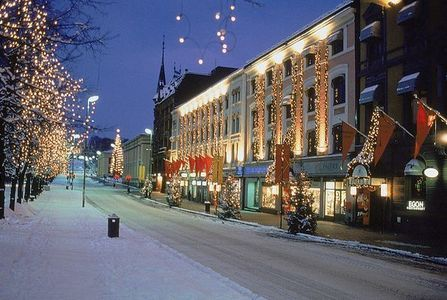 "Which town in Norway is this ""christmas street"" from?"