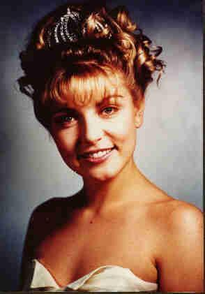 What is the name of the horse दिया to Laura Palmer on her 12th birthday?