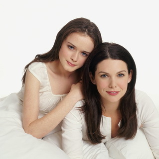 In what kind of lawn ornament do Lorelai and Rory keep the spare key to their house?