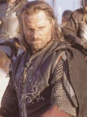 What is the foster name dado to Aragorn por Elrond and what does it mean?
