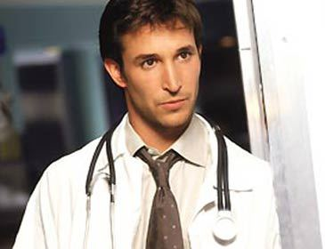 How many auditions did Noah attend before getting the part on ER?