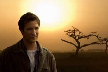 What does Noah Wyle's mother do for a living?