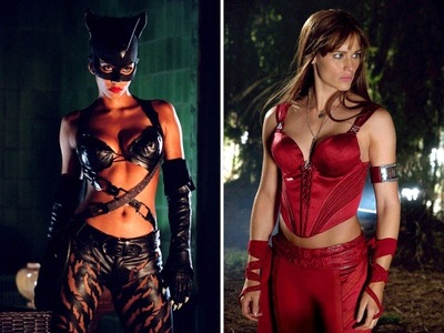 Which character won in the pre-written battle between Elektra and Catwoman?