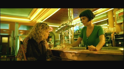 What is the name of the cafe Amelie works in?