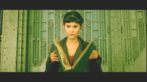 What is the tragic event which changes the life of Amelie?