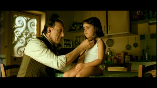 What health problem did Amelie supposedly suffer from as a child?