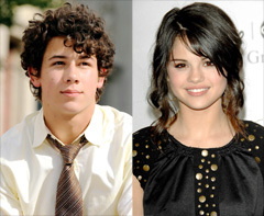 True 또는 False:Nick and Selena bonded over wearing purity rings???