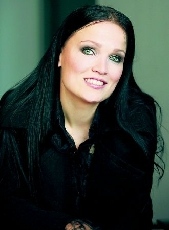 How did she know Tuomas Holopainen before Nightwish?