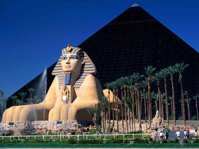 The Luxor, a modern marvel which cost $375 million dollars to build, is linked to the which other casino par monorail?