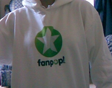 Who's the very proud owner of this Fanpop sweatshirt hoodie?