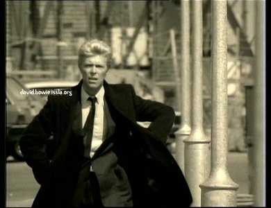 Picture this: What Bowie música video is this?