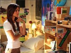 Rachel is a huge _______ fanatic.