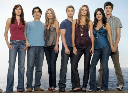 true/false: Rachel doesnt get along with the rest of the cast of The O.C. کہا rumors of them fighting like the Desperate Housewives cast.