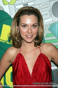 true o false: hilarie is left handed?