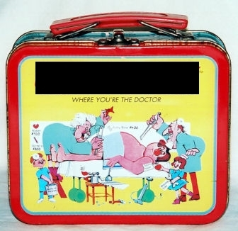 What game is on this mini lunch box?