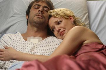 when denny died who take izzie in his arms and tries to comfort her?