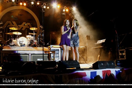 What band did Peyton get to perform at the USO concert?