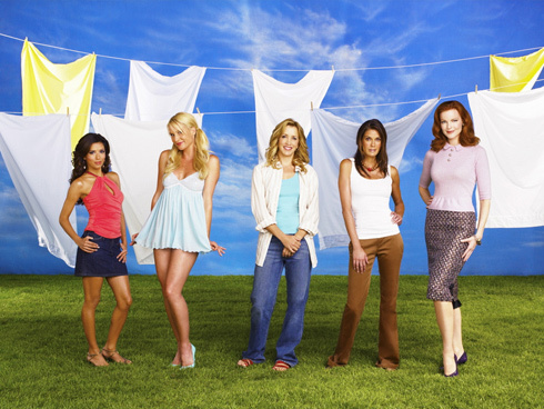 Which Desperate Housewives star was a former NFL cheerleader?