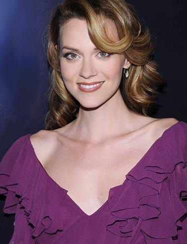 in which Jahr did Hilarie star, sterne in Secret life of the bees?