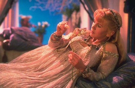 In Dreamworker Gabrielle tells Xena she has had 6 toes from birth that was removed. But which foot?