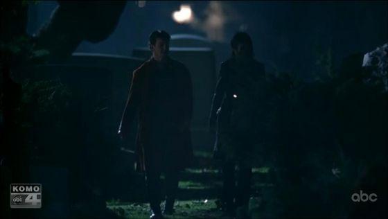 """দুর্গ and Beckett """"patrol"""" the graveyard. Are they looking for vampires, অথবা dead bodies?"""