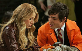 Serena forcing Chuck to be jealous? Bad girl!!!