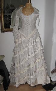 Gorgeous dress! :)