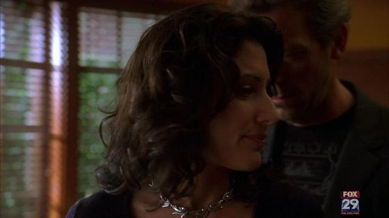 57. this moment is a classic huddy eye sex moment when he creeps up behind her and stands right behind her and is looking right into her eyes 你 can just feel the chemistry it makes me 心 melt.
