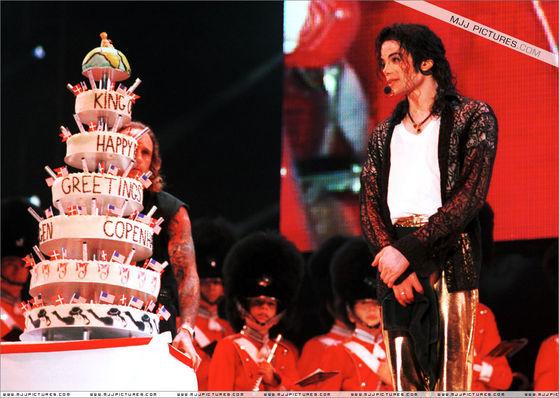 http://images2.fanpop.com/images/soapbox/michael-jackson_33239_7.jpg