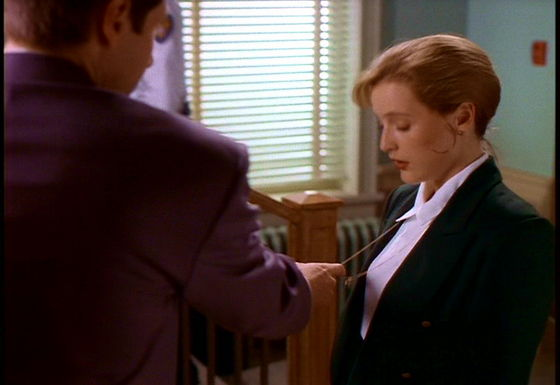 Season One Squeeze # ~ Mulder Grabs Scullys Cross For The First Time