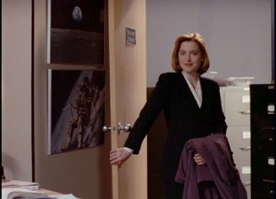 Season One Fire # ~ Scully Does A English Accent , Makes Mulder Think Its Phoebe Scully : Care To Take Me To Lunch :)