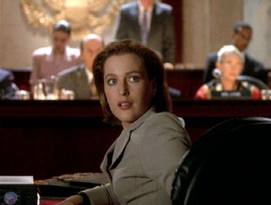 Season Four Terma # ~ Scully Looks Happy When Mulder Turns Up At The Hearing