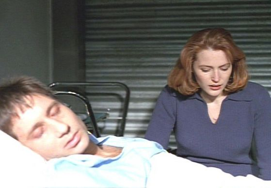 Season Two End Game # Scully Waits oleh Mulders Bedside