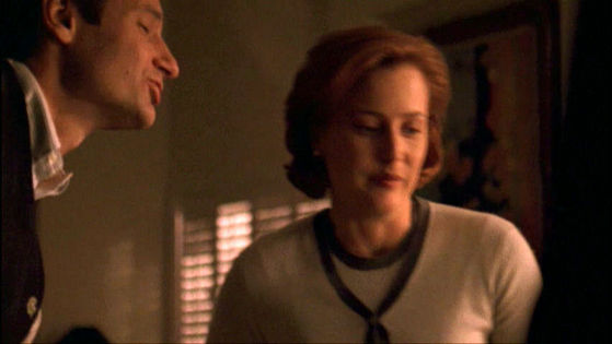 Season Six Arcadia # ~ Mulder Leans In To 吻乐队(Kiss) Scully
