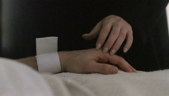 Season Five Folie A Deux # ~ Scully Holds Mulders Hand