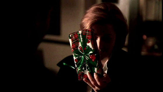 Season Six HTGSC # ~ Mulder & Scully Give Each Other X-Mas Presents