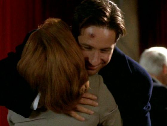 Season Four Terma # ~ Mulder & Scully Hug!!!!!
