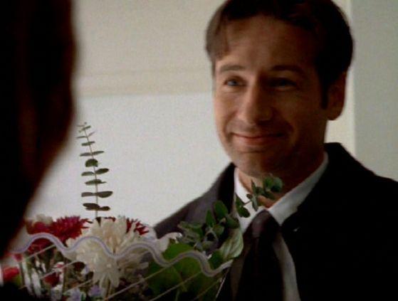 Season Four Memento Mori # ~ Mulder Brings Scully bunga