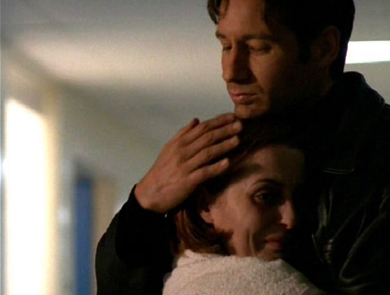 Season Four Memento Mori # ~ Mulder & Scully Hug!!!!!!!