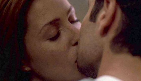 Mulder & Scully KISS!!!!!!!!