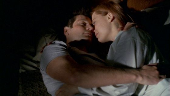 """Season Nine The Truth # ~ Mulder & Scully Cuddle In 床, 床上 """" EPIC """" - Mulder : Maybe Theres Hope"""